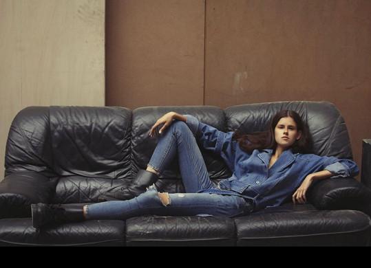 Tahle šestnáctiletá rodačka z Ostravy zářila na milánském týdnu módy.