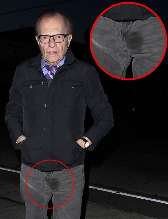 Larry King se ukázal v potřísněných kalhotách.