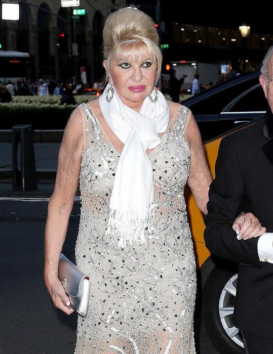 Ivana Trump při příchodu do hotelu Plaza