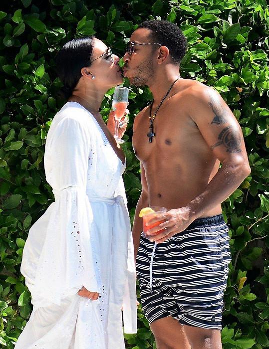 Herec a raper Ludacris s manželkou Eudoxií na Barbadosu
