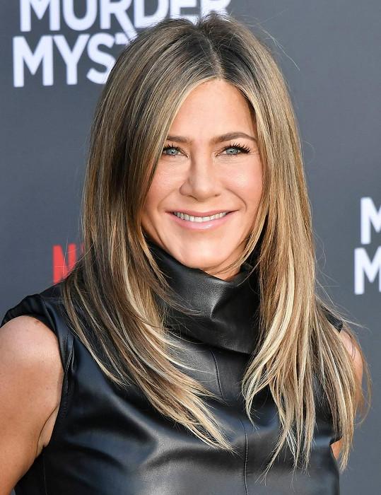 Ani Jennifer Aniston to neminulo, nechala si narovnat nos.