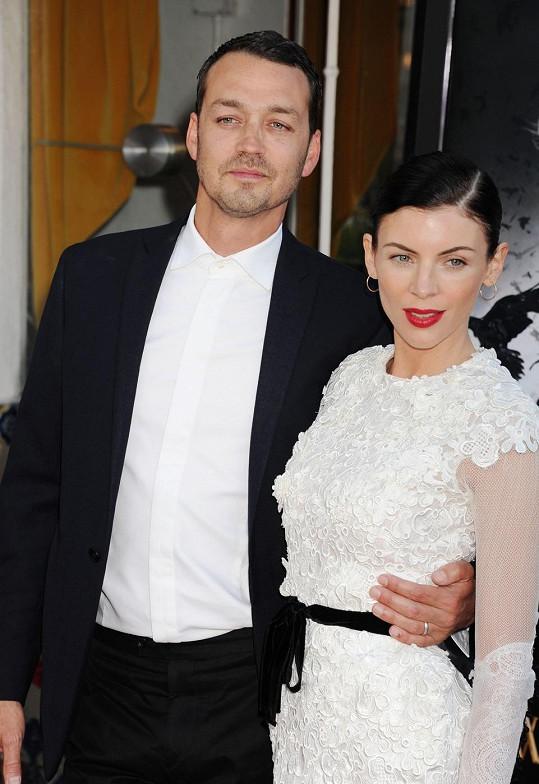 Rupert Sanders kvůli úletu s Kristen přišel o půvabnou manželku Liberty Ross. Tu nyní utěšuje Robert Pattinson.