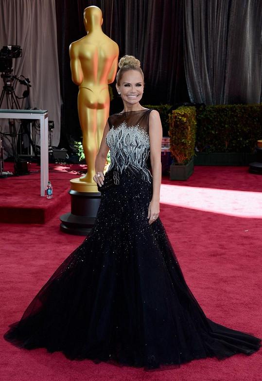 Americká zpěvačka a herečka Kristin Chenoweth vypadala, jako by na předávání oblékla kostým z broadwayských muzikálů.