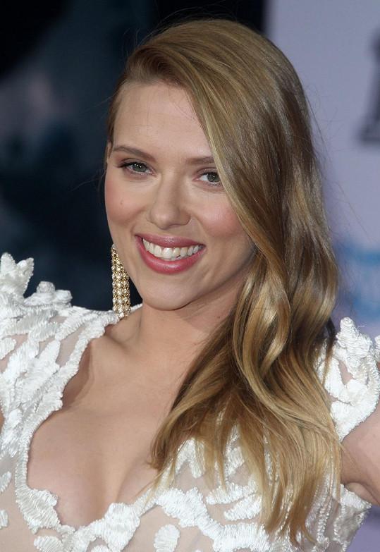 Scarlett je v očekávání prvního potomka.
