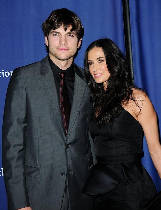 Demi Moore se třetím manželem Ashtonem Kutcherem. Ani tohle manželství Demi nevyšlo.