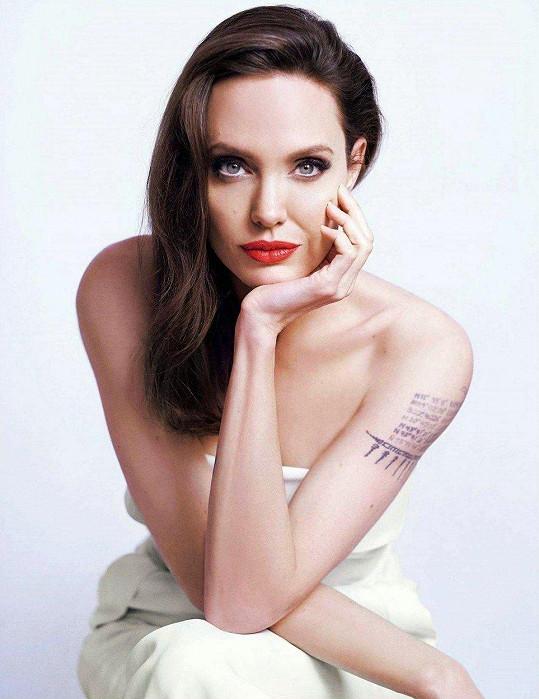 Angelina Jolie v kampani na parfém