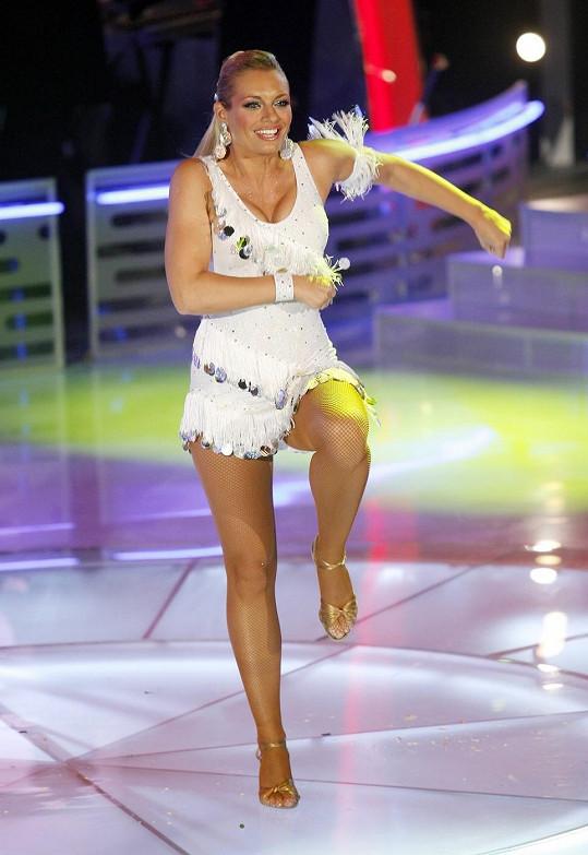 Lucie Borhyová to v taneční soutěži Bailando pořádně rozjela. Na parketu to jiskřilo i díky jejím odvážným outfitům.