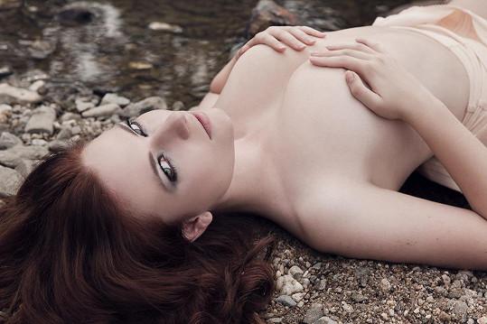Tahle modelka má nádherné tělo a nestydí se ho ukázat.