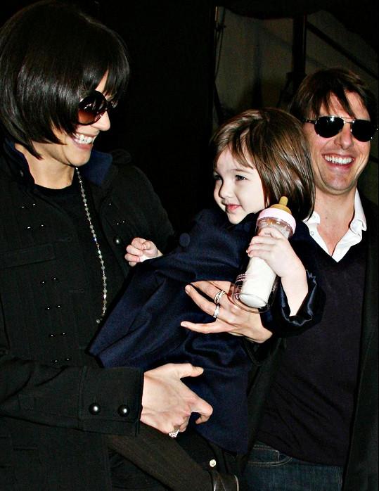 Suri Cruise s rodiči v roce 2008