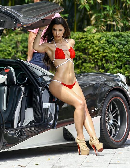 Metisha Schaefer si hraje na štíhlejší Kim Kardashian.