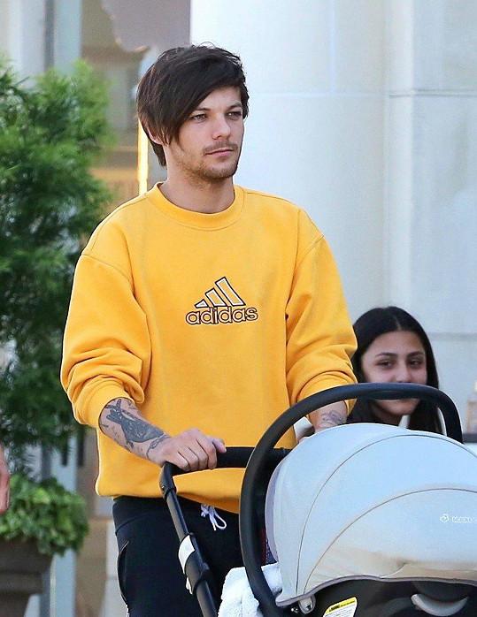 Louis je i pyšným tatínkem.