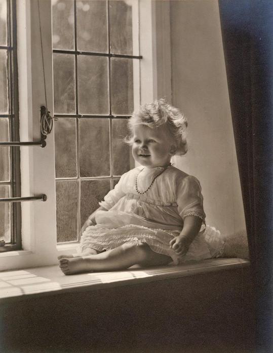 Královna Alžběta II. jako batole