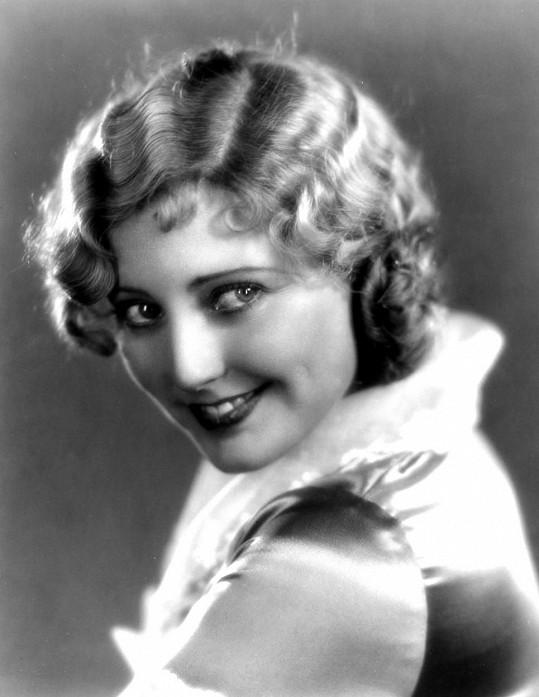 Hvězda 30. let Thelma Todd zemřela na otravu oxidem uhelnatým. Nikdo však neví, jestli šlo o neštěstí nebo vraždu.