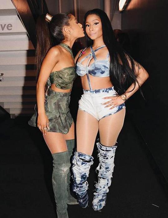 Ariana a Nicki spojily síly v písni Side to Side.