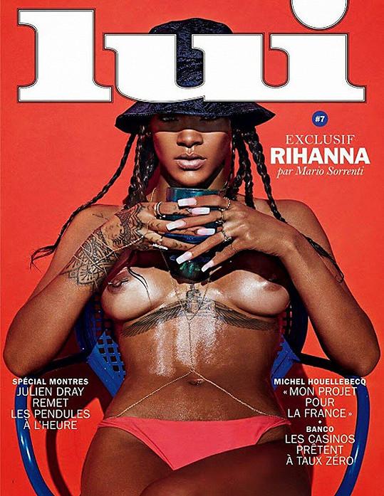 Na titulce magazínu Lui ukázala prsa.