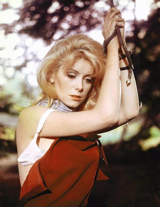 Herečka v roce 1967 ve filmu Kráska dne