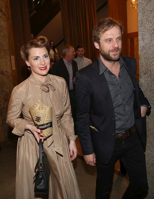 Lenka Krobotová s manželem Václavem Havelkou na premiéře filmu Rodinný přítel