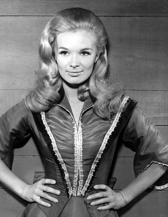 Takhle začínala v šedesátých letech budoucí hvězda Dynastie Linda Evans.