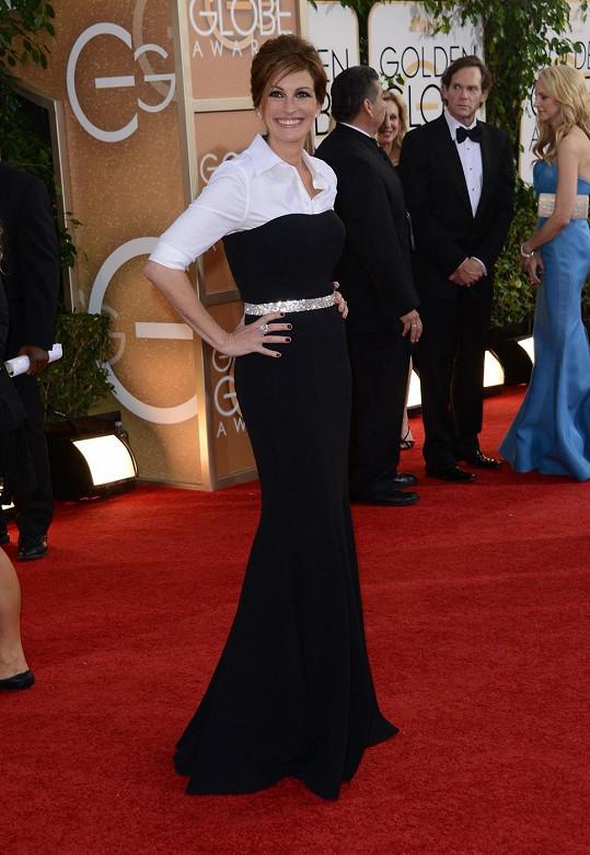 Žadné šaty se ani v nejmenším nepodobaly těm od Dolce & Gabbana, které oblékla Julia Roberts. Že by si herečka zapomněla před akcí sundat košili?