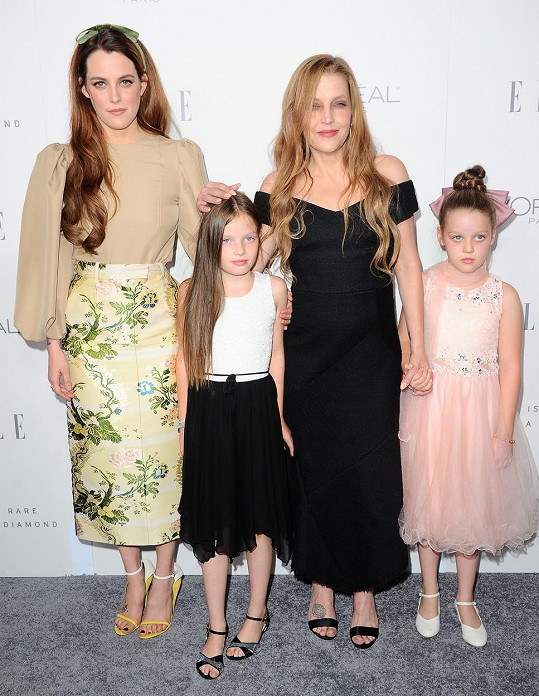 Lisa Marie s nejstarší dcerou Riley (31) a dvojčaty Harper a Finley (11).