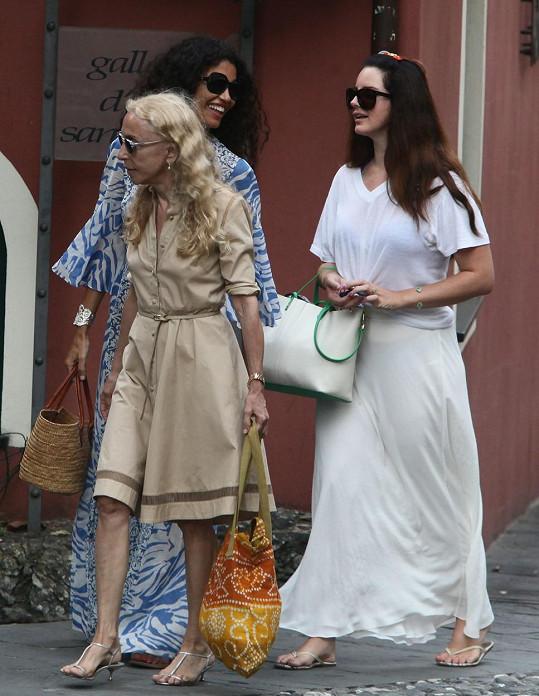 Lana Del Rey s Francou Sozzani (v popředí) a Afef Jnifen (vzadu)