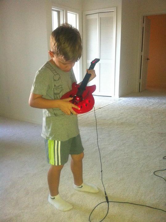 Kristián a jeho první kytara
