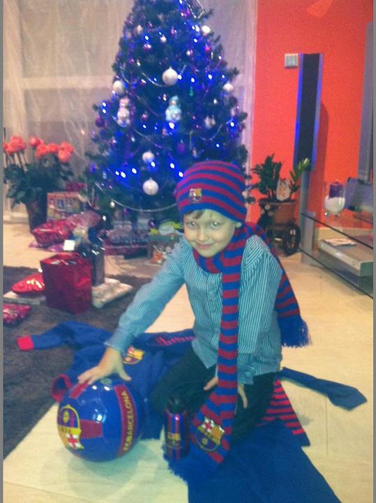 Kristian se svými dárky...