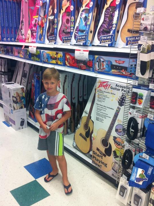 U kytar tráví Kristián vždy prý nejvíce času.