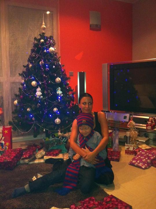 Gábina Partyšová se synem Kristianem pod stromkem...