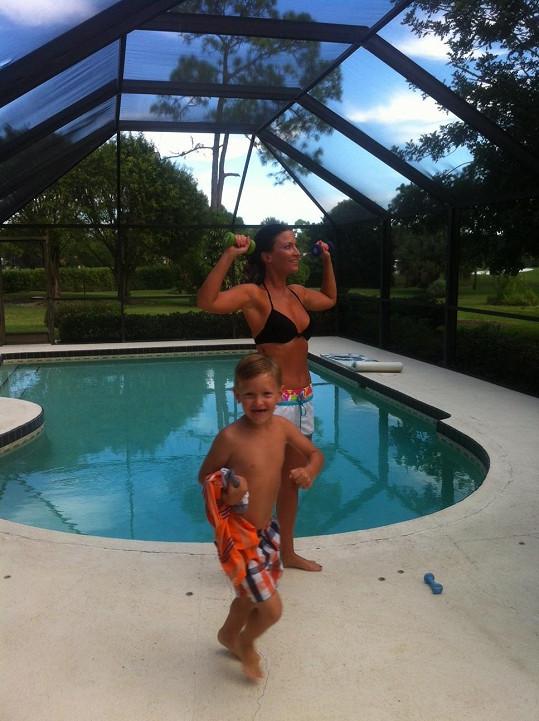 Vila má i luxusní bazén.