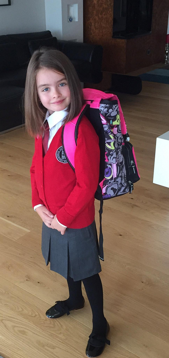 Natálka do školy bude nosit uniformu.