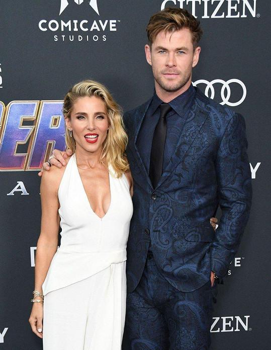 Chris Hemsworth dorazil po boku krásné manželky Elsy Pataky.