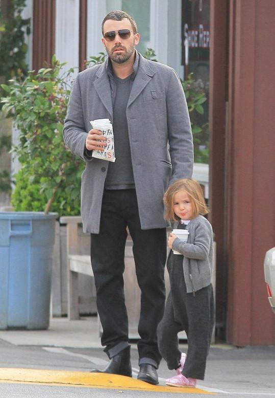 Ben Affleck zašel s dcerou do kavárny.