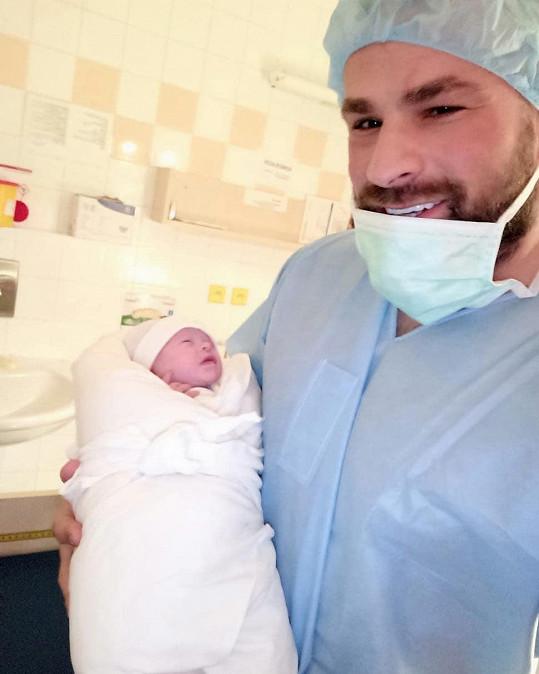 Karlos Vémola u porodu nemohl chybět.