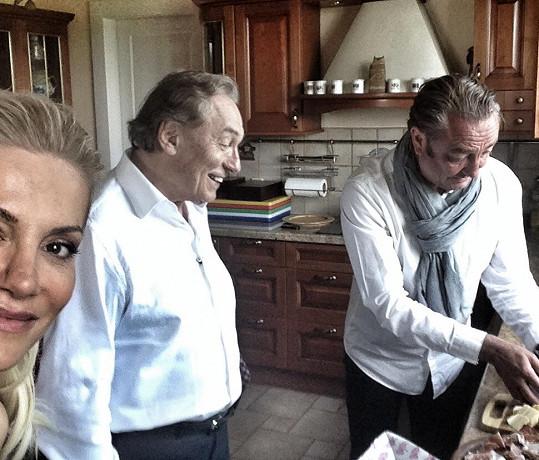 U Karla Gotta v kuchyni