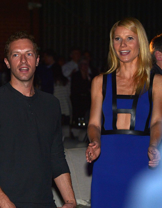 Gwyneth Paltrow a Chris Martin spolu vycházejí i po rozchodu. Mají spolu dceru Apple a syna Mosese.