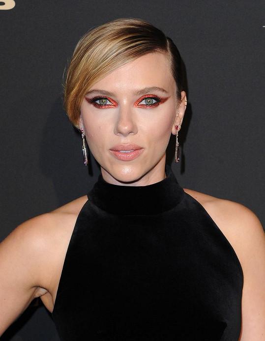 Scarlett Johansson se ideálu krásy rovná na 90,91 %...