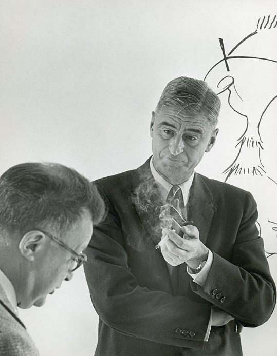 Spisovatel Dr. Seuss, jenž v 87 letech zemřel na rakovinu, vydělal svou tvorbou za poslední rok neuvěřitelných 720 miliónů korun, a obsadil tak druhou příčku. Kromě filmových a televizních zpracování jeho příběhů se v daném období v USA prodalo na 6 miliónů knižních titulů z jeho tvorby.