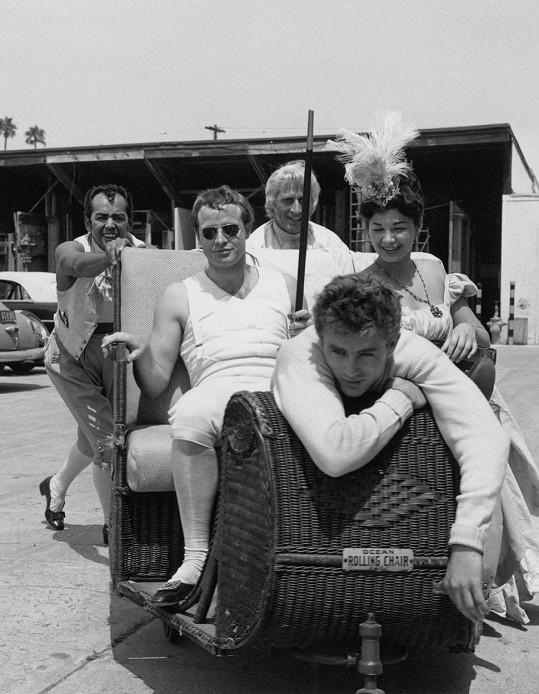 Marlon Brando a James Dean byli konkurenty, ale údajně také milenci.