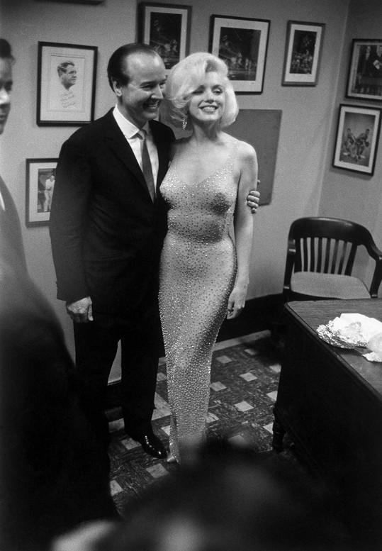 K narozeninám Marilyn zpívala Johnovi v těchto rafinovaných šatech.