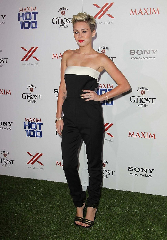 Cyrus na akci Maxim Hot 100 Party.