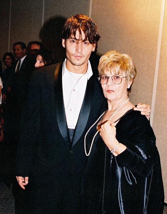 Johnny Depp s maminkou, která zemřela minulý týden.