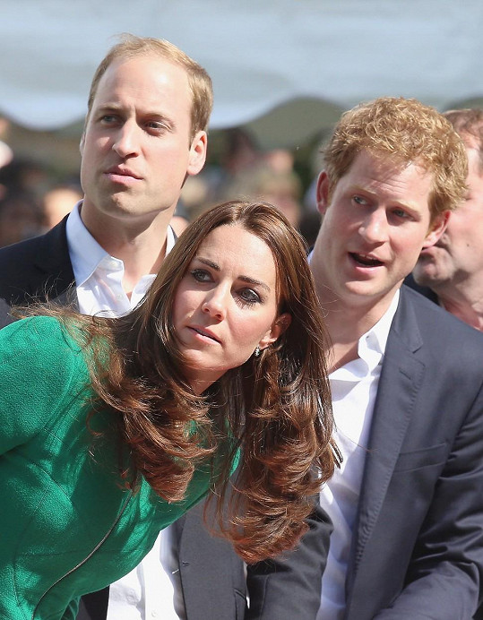 Princové Harry a William prý mají starší sestru.