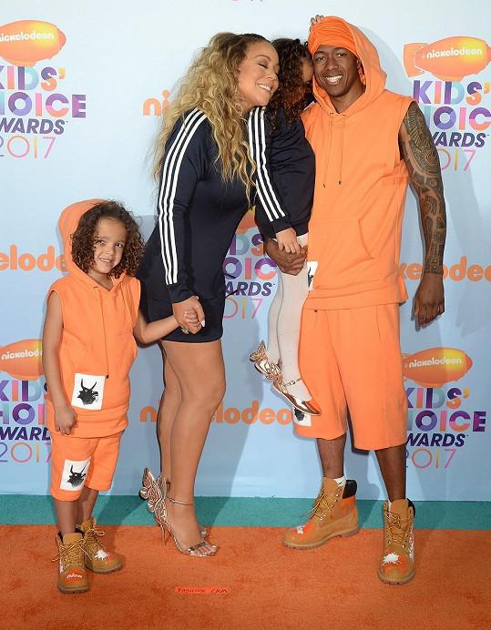 Jediná dvojčata Moroccan a Monroe se narodila v manželském svazku s Mariah Carey.