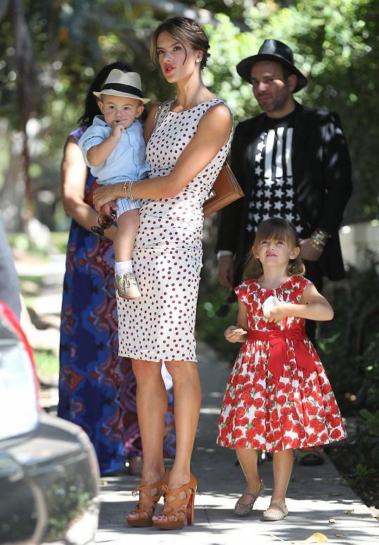 Alessandra Ambrosio se synem Noahem a dcerou Anjou