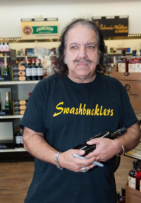 Ron Jeremy se považuje za nadsamce.