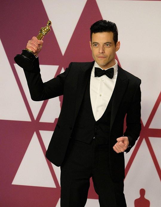 Zlatou sošku získal za roli Freddieho Mercuryho v Bohemian Rhapsody.