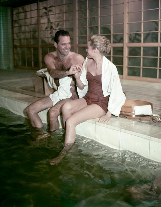 V plavkách se ukázala i ve filmu Mosty na Toko-Ri (1954), kde hrála s Williamem Holdenem.