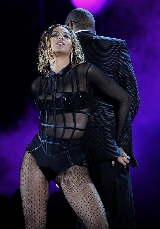 Zpěvačka vystoupila během nedělních Grammy s manželem Jay-Z.
