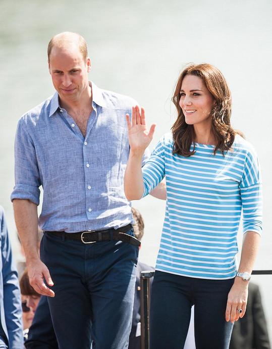 Princ William a Kate přišli v německém Heidelbergu mezi veslaře.